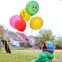 Никто не может грустить, когда у него есть воздушный шарик... :: Марина Романова