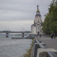 Утро на набережной :: Дмитрий Гончаренко