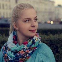 Девушка в осеннем городе. :: Дмитрий Строж
