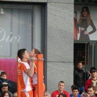 Спортивный поцелуй на перекладине... :: Алекс Аро Аро