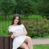 Девушка в парке :: Руслан Веселов