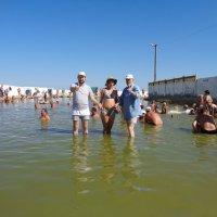 Купание в Горячем озере на Арабатской стрелке в Геническе... :: Алекс Аро Аро