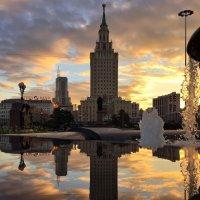 Закат на Комсомольской площади :: Ирина Бирюкова