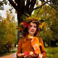 Девушка-осень :: Дмитрий Коноплев