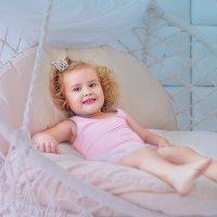 Маленькая принцесса (на качелях) :: Ольга Егорова