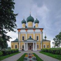 Храм в Угличе :: Сергей Тагиров