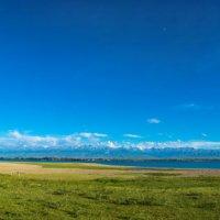 Панорама озера Иссык-Куль :: Валерий Смирнов