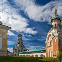Надвратная и Свечная церкви Новоторжского Борисоглебского монастыря :: Александр Горбунов