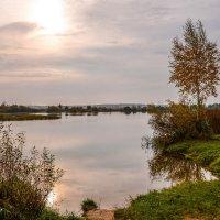 Осеннее утро на озере :: Юрий Бичеров