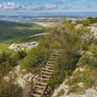 Лестница ведущая к пещерному монастырю Челтер-Мармара :: Zinaida Belaniuk