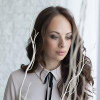 Девушка в белом интерьере :: Светлана Курцева