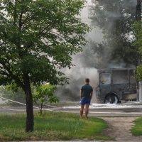 Сгоревший автобус :: Галина Дашевская