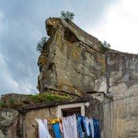 Домик в скале :: Виктор Льготин