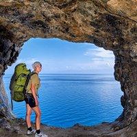 В гроте тоннеля с видом на Байкал :: Виктор Никитин