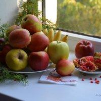 Вкусные и хрустящие яблоки радуют глаз... :: Anna Gornostayeva