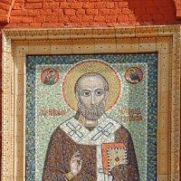 Мозаичный образ Николая Чудотворца на западном фасаде колокольни. :: Александр Качалин