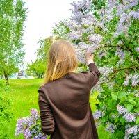 Сирень и Ксюша день чудесный :: Света Кондрашова