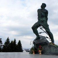 Памятник Мусе Джалилю.            г. Казань, рядом со Спасской башней Казанского Кремля :: Елена Павлова (Смолова)