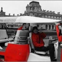 Париж.На моторикше возле Лувра :: Galina Belle