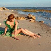 Девушка у моря... :: Райская птица Бородина