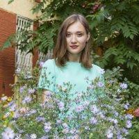 Красота во дворе :: Дима Пискунов