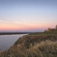 Октябрьским вечером у реки :: Владимир Макаров