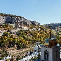 Территория монастыря :: Юрий Яловенко