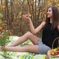 Девушка в лесу :: Роман Мишур