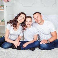 Юлия с семьей :: Мария Дергунова