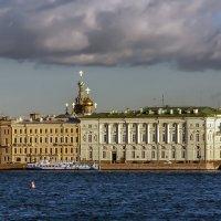 вид на Дворцовую набережную :: Valerii Ivanov