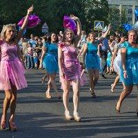 Карнавал. Как много девушек хороших! :: Поток
