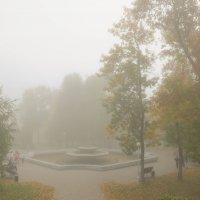 Осень. Фонтаны уже выключили. :: Сергей Тагиров