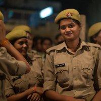 Прекрасное лицо индийской полиции :: Елена Шацкова