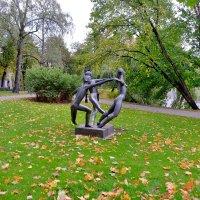 """Скульптура """"Танец мира"""" в Риге :: Swetlana V"""