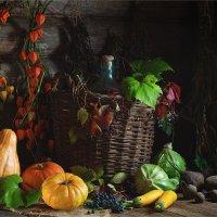 Деревенский натюрморт с осенними овощами и виноградом :: Ирина Лепнёва