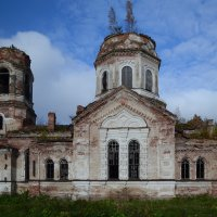 Заброшенная церковь в деревне Самро :: Наталья Левина