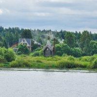 Церквушка на берегу Волги :: Сергей Тагиров