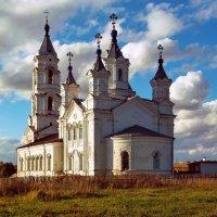 Осенью у церкви.. :: Александр Архипкин