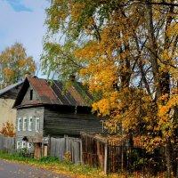 осень на улицах старого города :: Сергей Кочнев