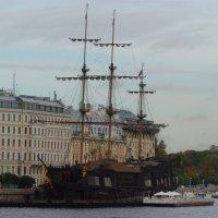 ресторан «Летучий Голландец», пришвартованный на Мытнинской набережной в Санкт-Петербурге :: Galina Leskova