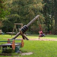 Детская площадка в лесу :: Witalij Loewin