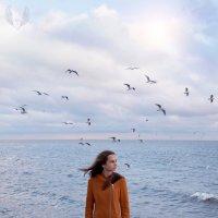 Морской пейзаж рисую  на холсте, парящих над волнами чаек белых... :: Райская птица Бородина
