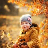 малышка Виктория и Золото осени :: Юлия