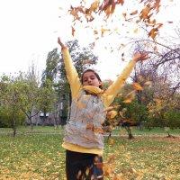 А в городе осень... :: Татьяна и Александр Акатов