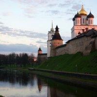 Псков. Кремль. На закате :: Юлия Фотолюбитель