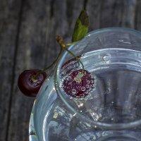 Минералка с вишней :: Наталья Ерёменко