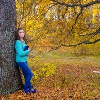 Девушка с книгой, осень, фотосессия, фотопрогулка, задумчивость, умиротворение :: Алена Булдина