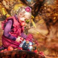 Любимое яблоко. :: Екатерина Савёлова