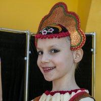 девочка в кокошнике :: Владимир Бурдин