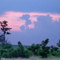 Июнь. Вечернее небо над Фрумушикой : сказочные образы ... :: Victor Sidleskiy